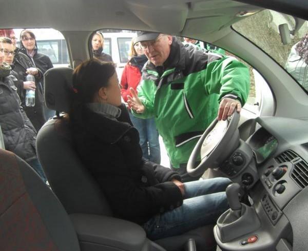 Die richtige Sitzposition im Fahrzeug